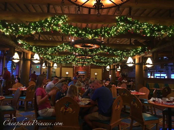 wilderness-lodge-christmas-decorations