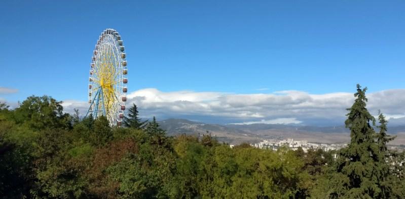 גלגל ענק בפארק השעשועים מתאצמינדה