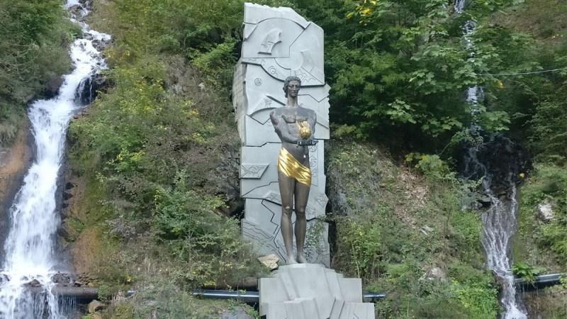 בורג'ומי סנטרל פארק פסל
