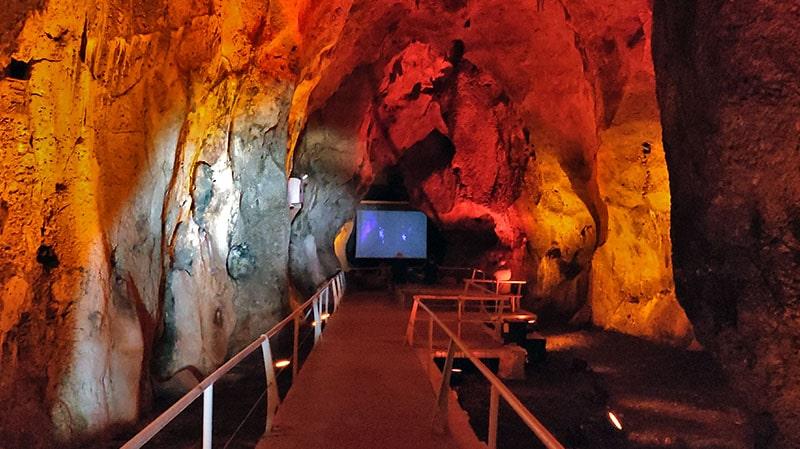 חיזיון אור קולי במערת הנחל