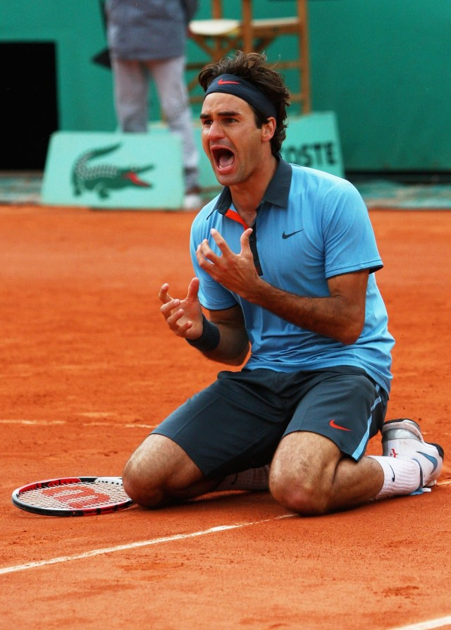 Federer's victory in the 2009 French Open, his 14th major title, gave him the career grand slam.