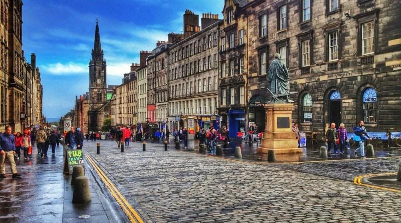 dicas de hospedagem perto das atrações em Edimburgo