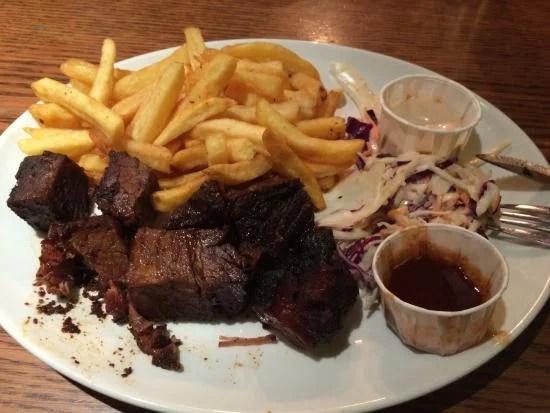 churrasquinho é uma das especialidade da Bodeans, rede de restaurantes em Londres