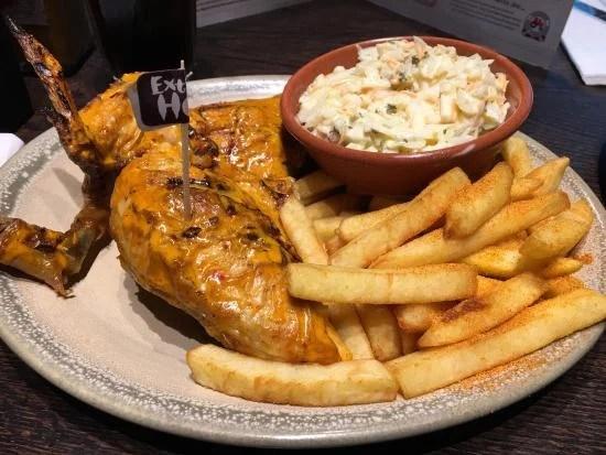 Frango assado é o carro-chefe do Nando's, franquia portuguesa de restaurantes em Londres