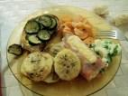 crostoni con zucchine, involtini di cotto, carote al latte e patate aromatizzate