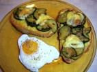 bruschettoni con le zucchine e uova in camicia