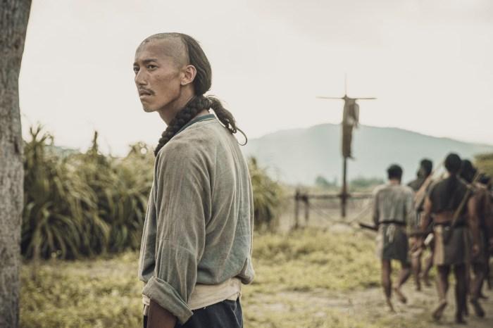 開創型史詩劇《斯卡羅》台灣歷史的顯影戲,超過六種語言台詞句句珠璣|台劇劇評