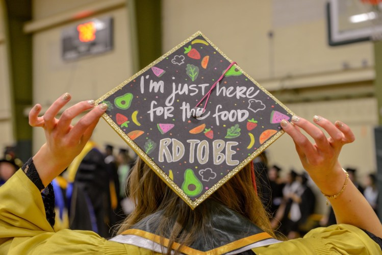 Learn the difference between a registered dietitian and a nutritionist. Learn about the steps to become a RDN, the dietetic internship process, and career options.