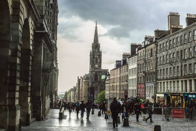 Streets of the Royal Mile in Edinburgh Itinerary