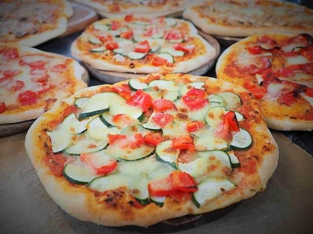 California Pizza - Popular Foods In California