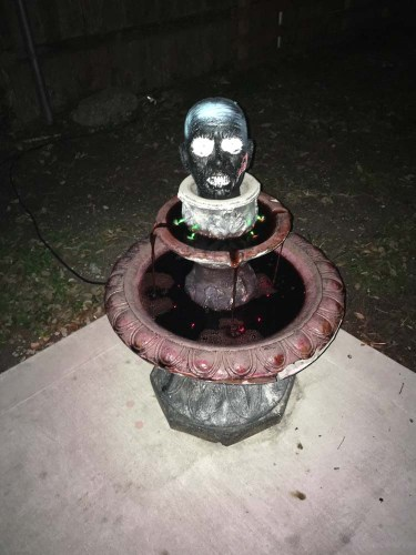 halloween decoration fountain of blood with zombie head