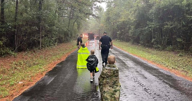 El video muestra el momento exacto en que la policía de Texas encuentra a 3 niños desaparecidos en el bosque: