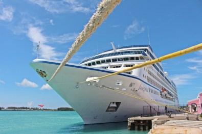Die Insignia von Oceania Cruises auf den Bermudas