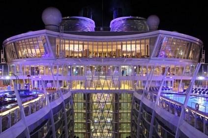 Symphony of the Seas bei Nacht