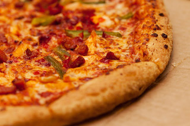 Howlin' Chili Cheese Pizza
