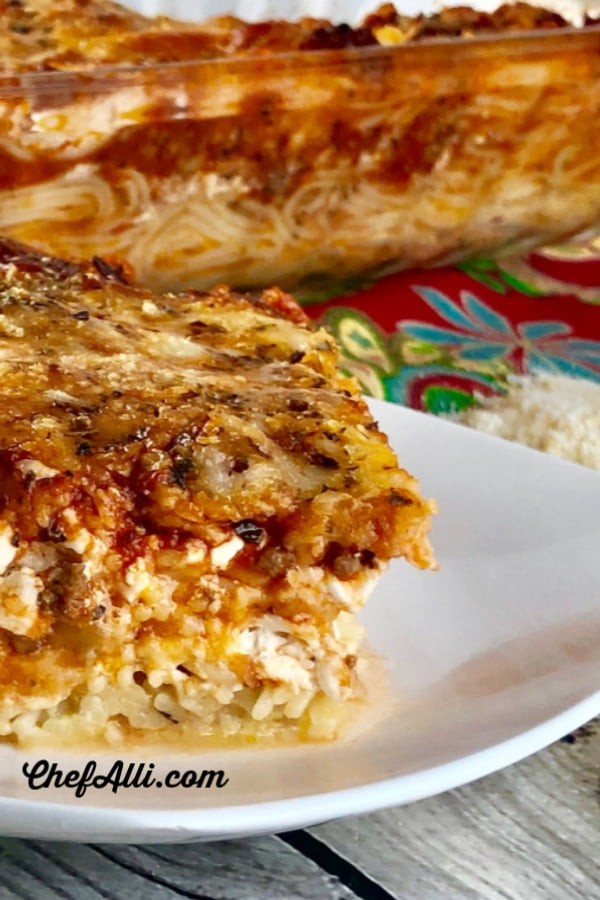 Who loves a good, saucy pasta bake?  This Oh Snap! Baked Spaghetti Pie Casserole is the best darn thing you can make for somebody who needs a good, comforting (carb-loaded) meal delivered to their door.
