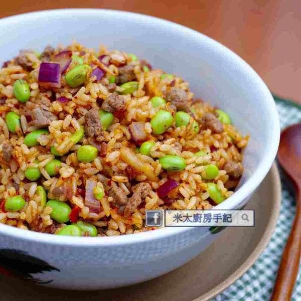 牛柳粒泡菜毛豆炒飯