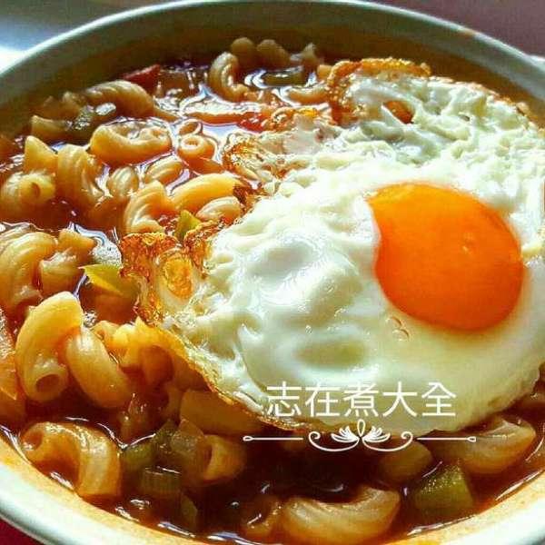 紅卜卜蕃茄雜菜湯通粉配煎蛋