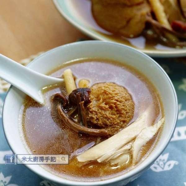 猴頭茶樹菇沙參雞湯