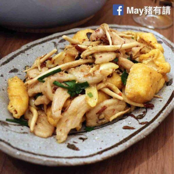 XO醬茶樹菇爆炒豬頸肉