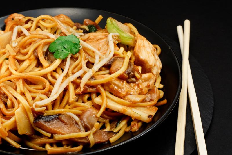 Recette de chow mein au poulet toute simple et rapide  faire