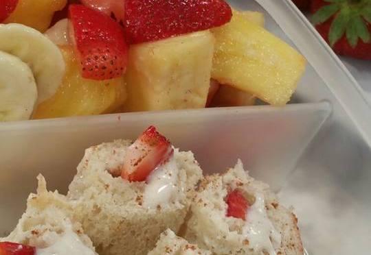 Rollitos de pan con ensalada de frutas (Merienda )