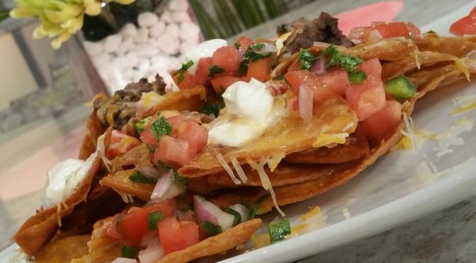Nachos con queso, refrito (VIDEO)