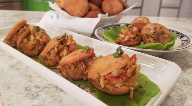 Arepas de coco con bacalao (VIDEO)