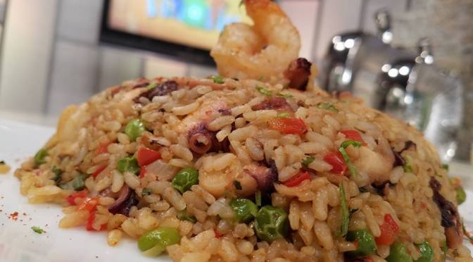 Arroz salteado con pulpo y camarones (VIDEO)