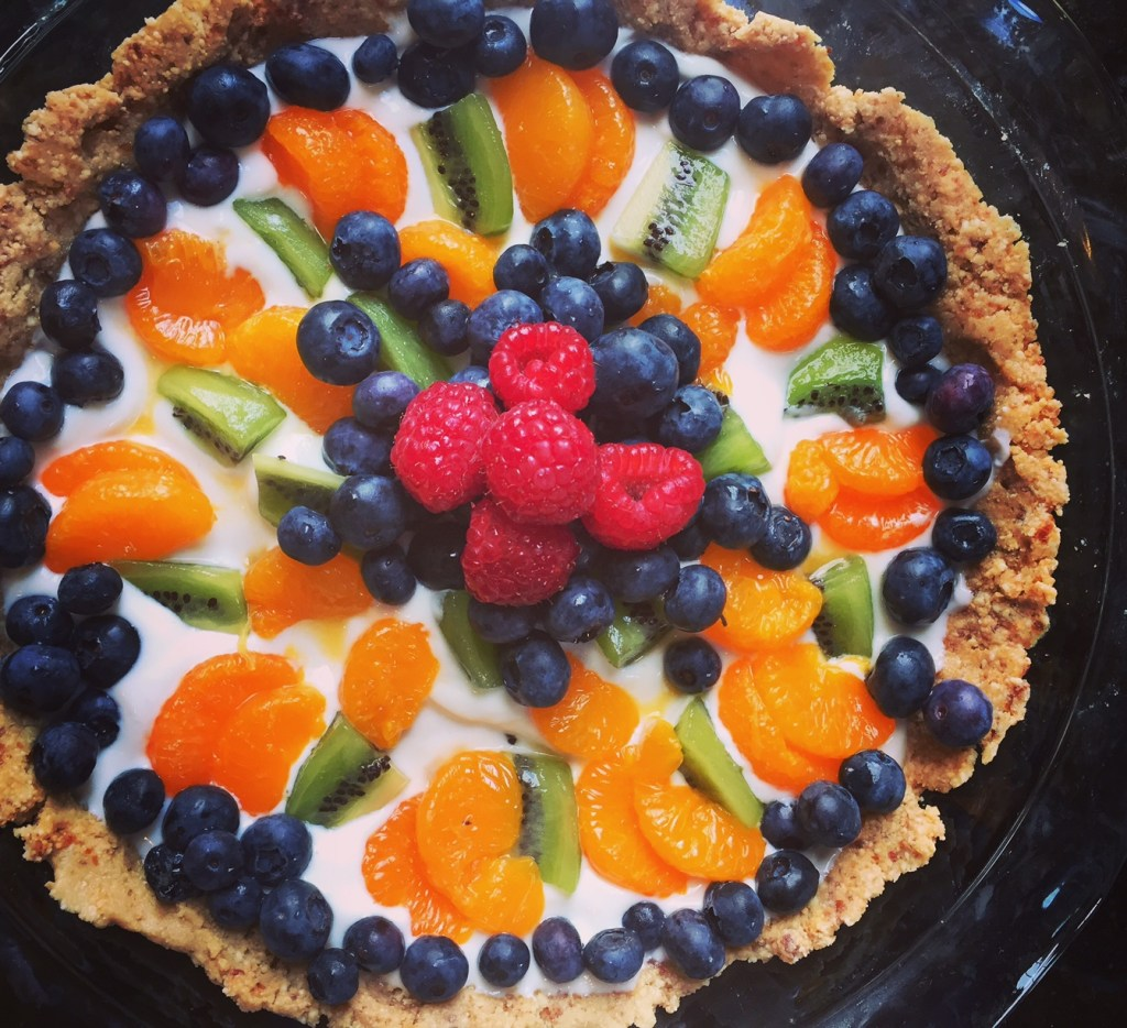 Healthy no-cookfruit tart dessert.