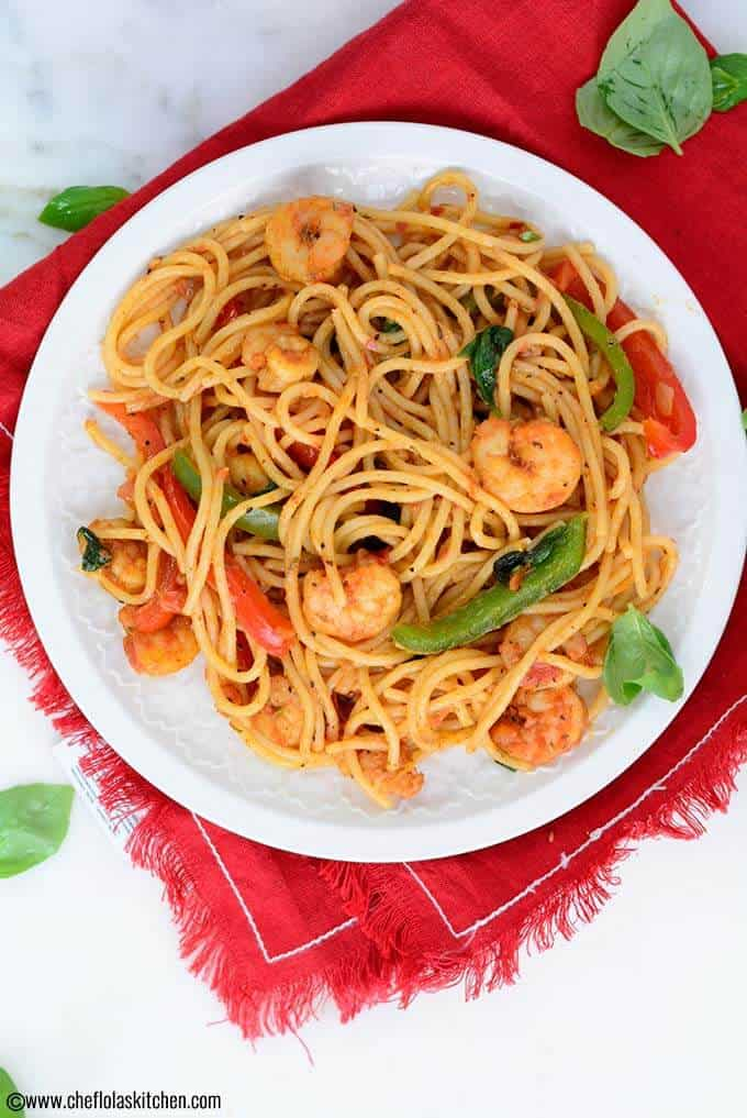 The shrimps in this pasta are seasoned to perfection with paprika, thyme, salt, and black pepper. It is then cooked in a garlic infused oil.