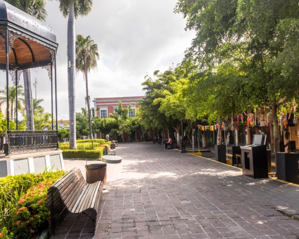 machado square, plaza machado, top 10 things to do in mazatlan mexico, mazatlan attractions, where to eat in mazatlan, chef rosie's guide to mazatlan, mazatlan sunset