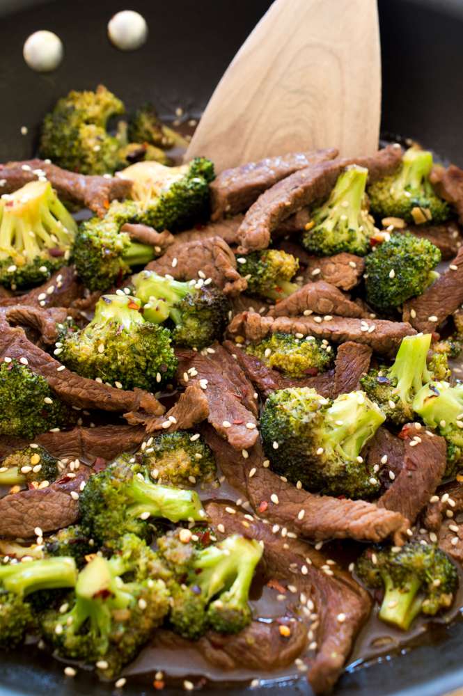 Easy 20 Minute Beef and Broccoli   chefsavvy.com #recipe #dinner #beef #broccoli