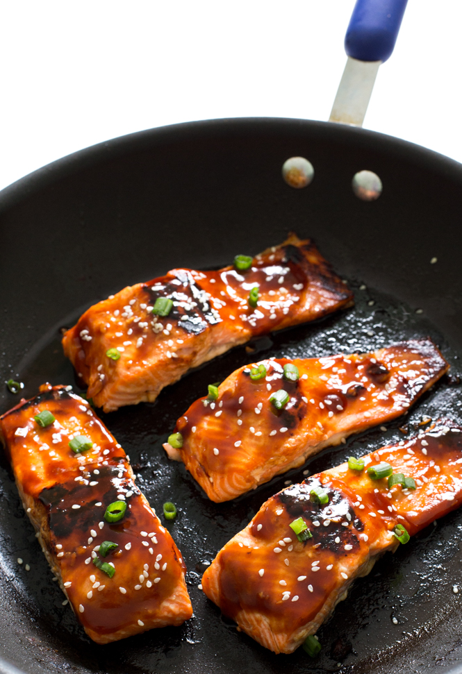 Sweet and Spicy Honey Sriracha Salmon | chefsavvy.com