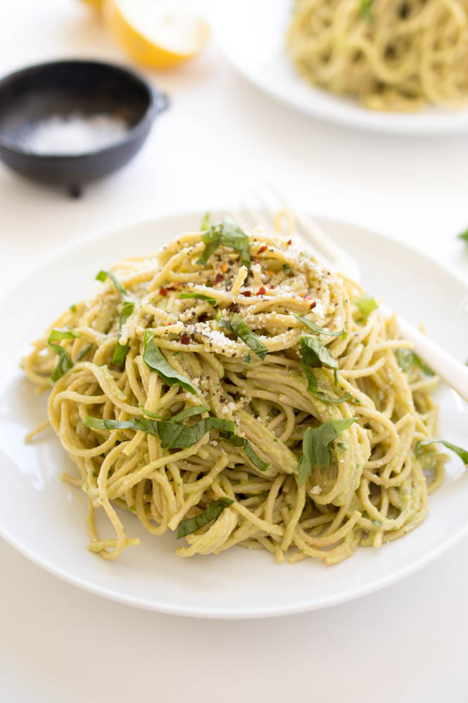 15 Minute Creamy Avocado Pasta | chefsavvy.com #recipe #pasta #avocado #healthy