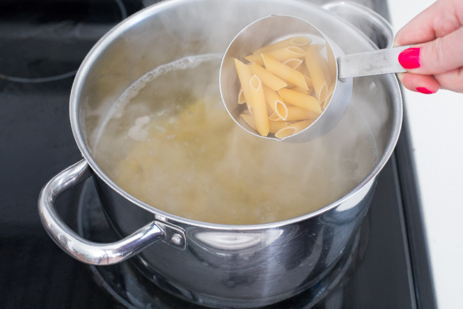 Boiling penne pasta for mac and cheese