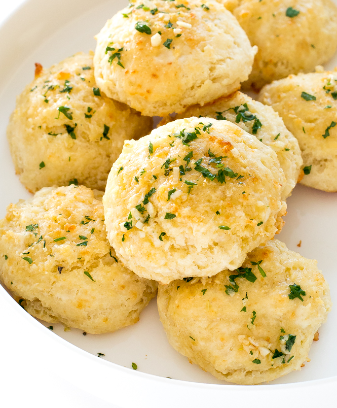 Copycat Red Lobster Biscuits | chefsavvy.com