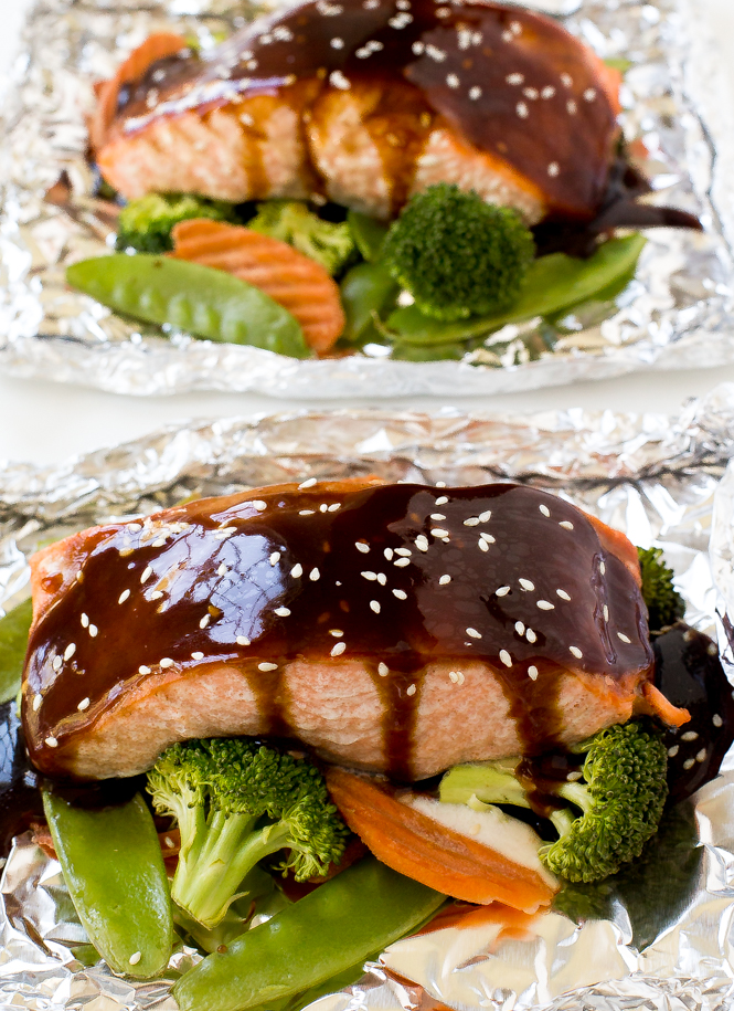 Salmon and Veggies in Foil | chefsavvy.com