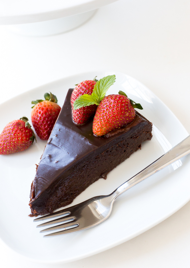 gluten-free-flourless-chocolate-cake