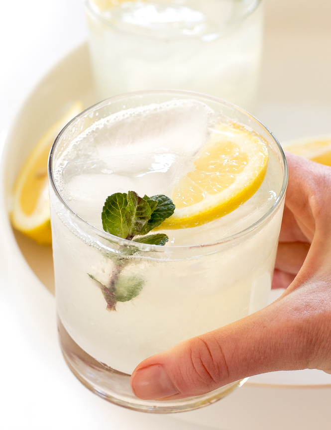 The Best Old Fashioned Lemonade | chefsavvy.com