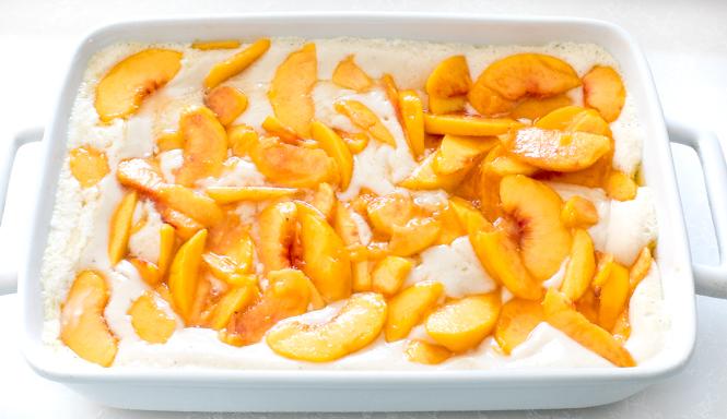 Easy Peach Cobbler Recipe | chefsavvy.com