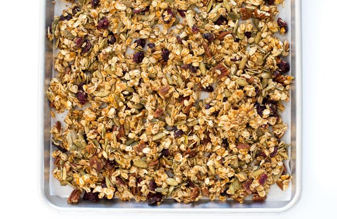 How To Make Pumpkin Pecan Granola | chefsavvy.com