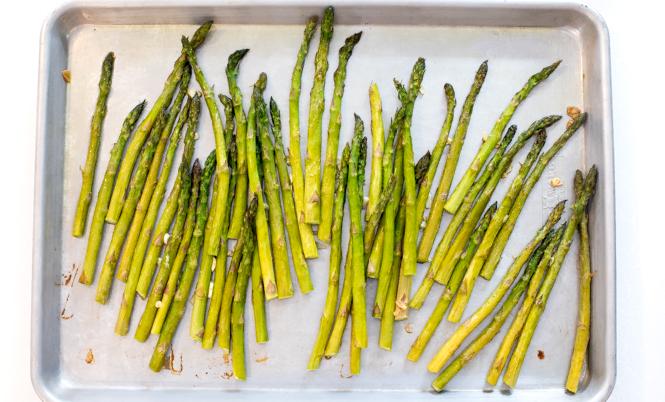 Easy Roasted Asparagus | chefsavvy.com