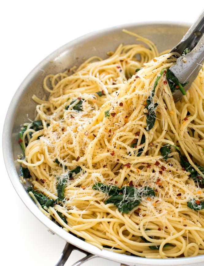 Pasta with Garlic and Oil | chefsavvy.com
