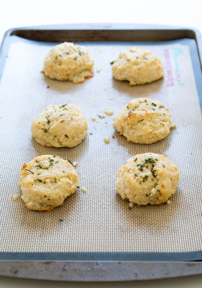 Garlic Cheese Biscuits | chefsavvy.com