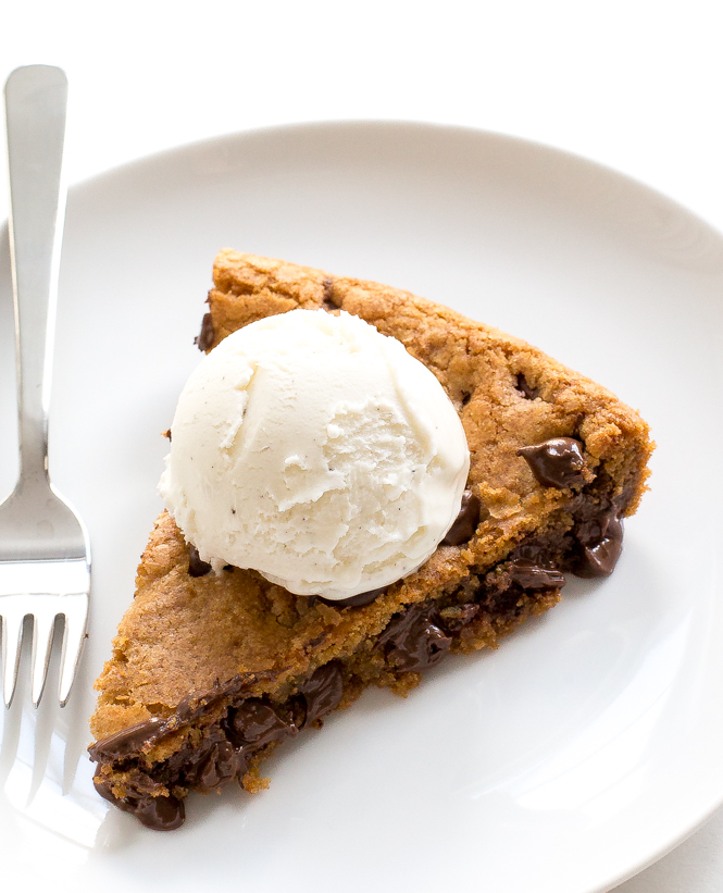 Easy Skillet Cookie | chefsavvy.com