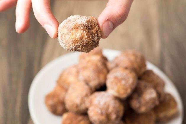 Baked Cinnamon Doughnut Holes