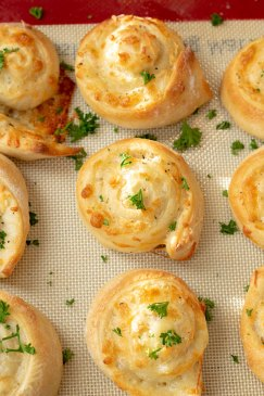 Cheesy Garlic Bread Rollups