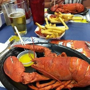 Lunt's Gateway Lobster Pound