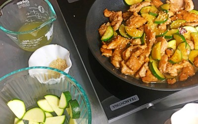Cooking Live Pork and Zucchini Sesame Stir fry